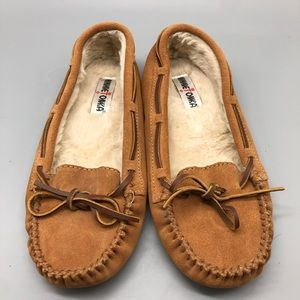 Minnetonka brown suede fur lined moccasin slippers